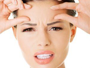 Nếp nhăn giữa hai lông mày do căng thẳng stress