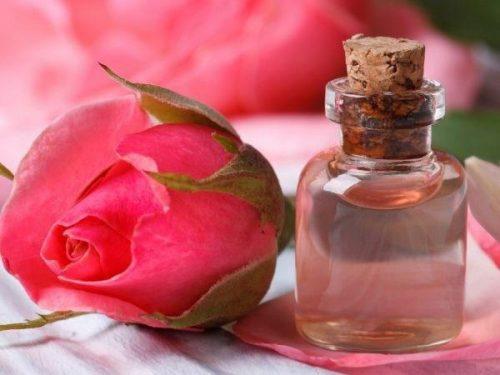 Toner hoa hồng tự chế thần dược cho làn da chị em