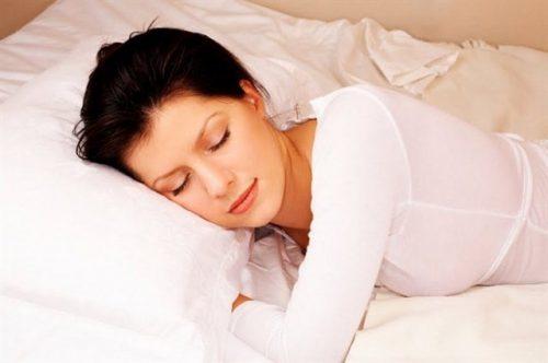 Ngủ đủ giấc giúp đẹp da hơn