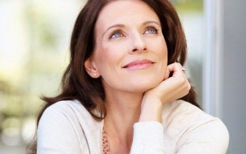Phụ nữ tuổi 50 và tình trạng lão hóa da - SkinLift Collagen