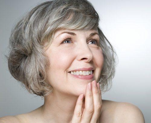 Mách bạn bí quyết dưỡng da lưu giữ nét đẹp tuổi trung niên