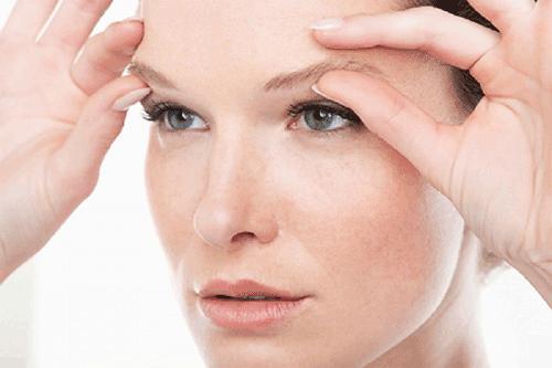 3 bài tập massage trị nhăn da vùng mắt ở tuổi 40 hiệu quả tại nhà