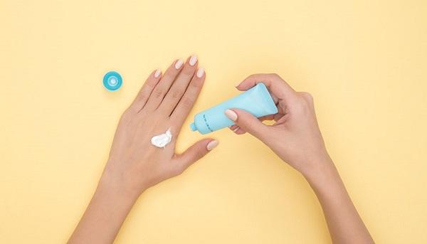 Cách chăm sóc da tay bị đồi mồi ở tuổi trung niên hiệu quả