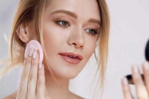 Để khắc phục tình trạng trang điểm bị mốc da, bạn nên làm gì?