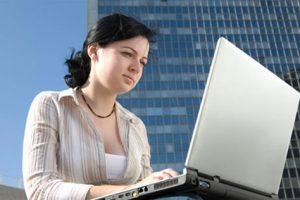 Giải pháp khắc phục tình trạng sạm da do ngồi máy tính nhiều