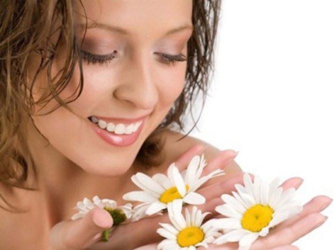 Khám phá cách dưỡng trắng da mặt bằng hoa cúc cho tuổi 30